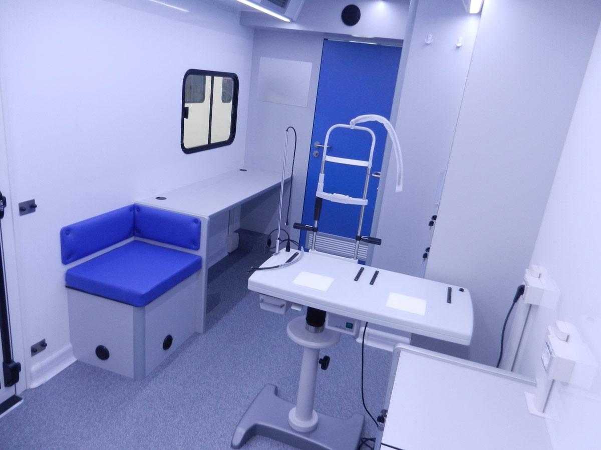 cvs-realizzazione-autoveicoli-mobili-ambulatori-oftalmici-interni-del-veicolo