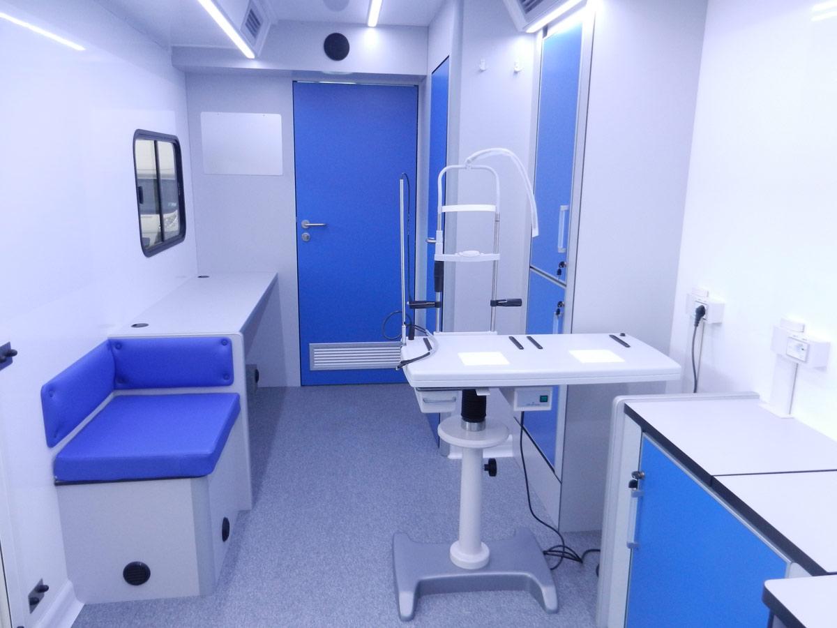 cvs-realizzazione-autoveicoli-mobili-ambulatori-oftalmici-interni-del-veicolo4